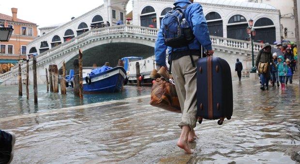 Ancora acqua alta, sopra il metro per oltre 3 ore e a Chioggia la marea arriva a 111 cm - Il Gazzettino