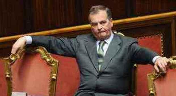 Il governo meno senatori e deputati stipendio legato for Senatori e deputati
