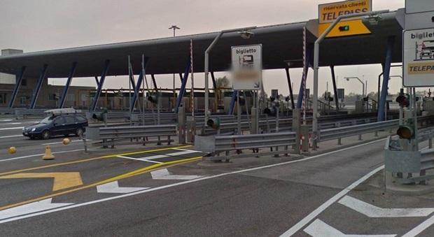 Schianto alla barriera autostradale di Portogruaro
