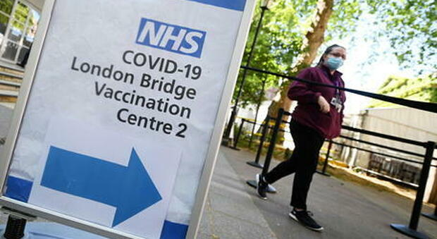 Variante Delta, Gran Bretagna: contagi in calo per il sesto giorno consecutivo (24.950 nuovi casi)