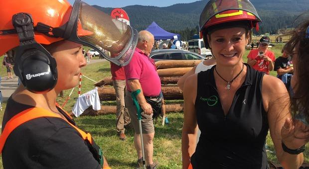 Vania Zoppè (a destra) è stata protagonista al Festival delle foreste che si è svolto tra Alpago e Cansiglio