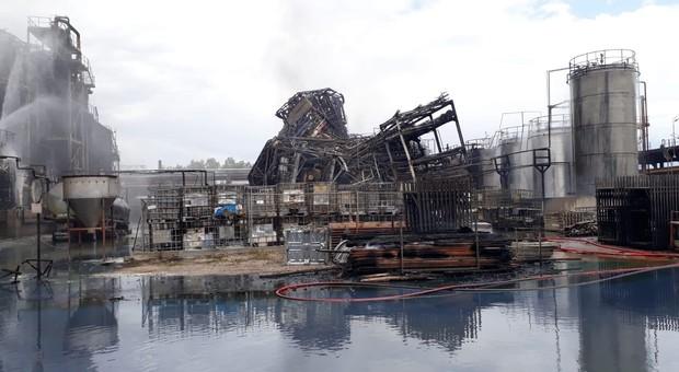 Incendio a Marghera, scatta l'allarme per l'inquinamento della laguna