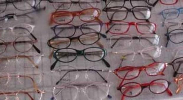 Sequestrate 15mila paia di occhiali destinati a un 39 azienda for Azienda italiana di occhiali