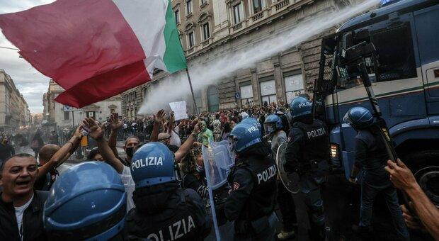 No vax: «Sabato torniamo a Roma». Le minacce allarmano Lamorgese