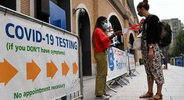 Covid, niente più test per i vaccinati che viaggiano in Gb: anche da Italia