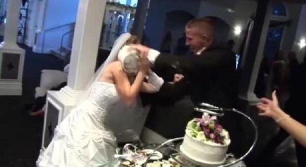 Matrimonio In Extremis : I bambini litigano grandi tirano fuori le pistole