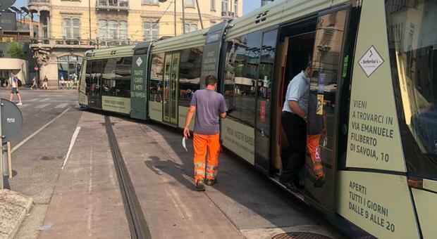 Padova, tram deragliato: incidente nel piazzale della stazione