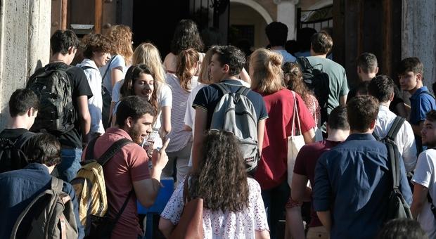 Covid, Iss: contagi in calo negli under 19 e forte diminuzione tra i 12-19 anni