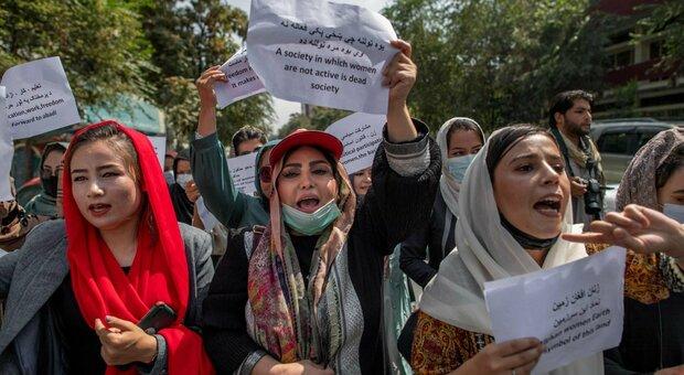 Afghanistan, l'università di Kabul vietata alle donne: l'annuncio dei talebani