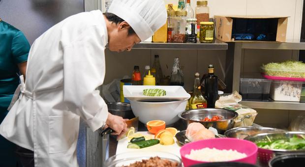 Uno chef al lavoro