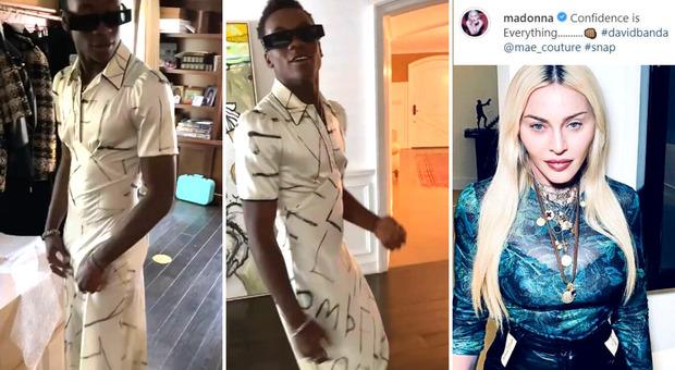 Madonna, il figlio 15enne David sfila in casa con un abito di seta, il commento della star: «L'autostima è tutto»