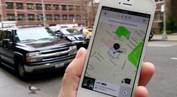 taxi low cost da oggi c 39 uber tassisti subito sul piede di guerra. Black Bedroom Furniture Sets. Home Design Ideas