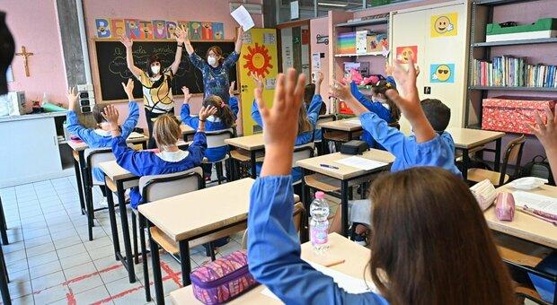 Quarantena a scuola, il sottosegretario Costa: «Considerare riduzione, obiettivo è didattica in presenza»