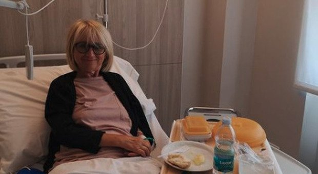 Luciana Littizzetto in ospedale, la foto su Instagram: «Sono ancora qua». Ecco cos'è accaduto