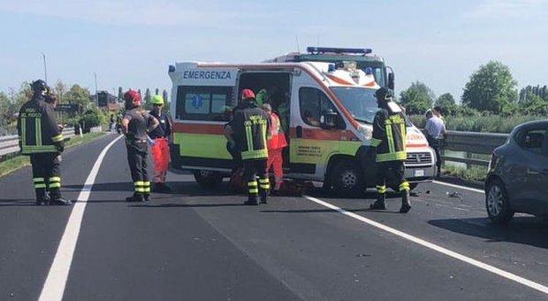 171322b20e Urta un auto in rotonda sulla Treviso-Mare e cade