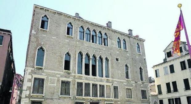 Mostra museo nel palazzo di casanova esposto il suo for Mostra cina palazzo venezia