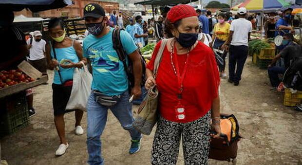 Covid, in Venezuela muore in cella l'ex generale di Chevez: Baduel considerato prigioniero politico da opposizione