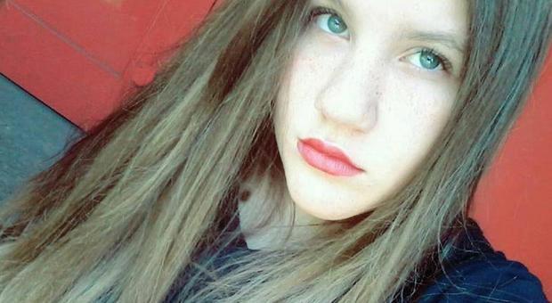 "Chiara, 13 anni, scomparsa da casa, i genitori disperati su Facebook: ""Aiutateci a ritrovarla"""