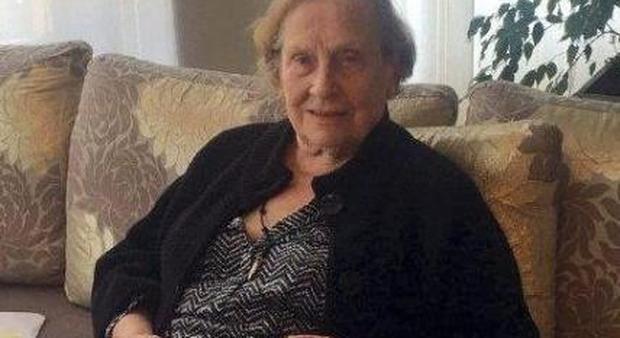 Nonna italiana scopata dal nipote - Scopata in cucina ...