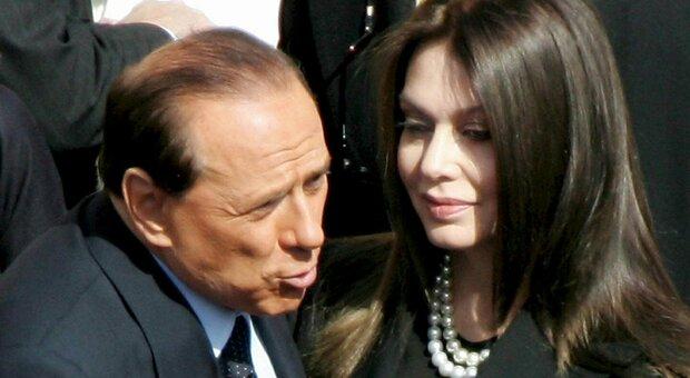 Berlusconi positivo, l'ex Veronica Lario: «Sono addolarata e un po' preoccupata»