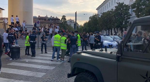 IL CAOS sabato scorso in centro a Treviso dove centinaia di ragazzini si sono dati appuntamento per partecipare a una rissa