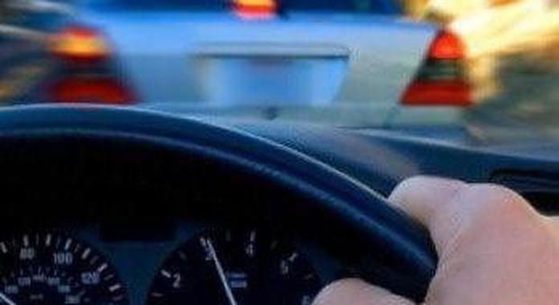 Assiccurazione auto online: la pratica avviata al telefono non vale, risarcito a metà