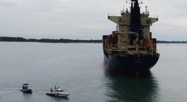 Nave cargo carica di merci si incaglia davanti a Cortellazzo, a 500 metri dalla riva