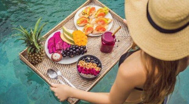 Vaccino, cibo e sport: una guida per le vacanze in salute seguendo la regola delle 3M