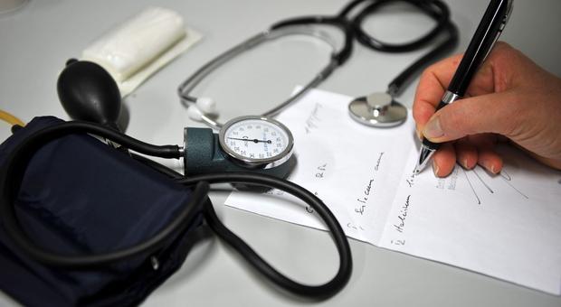 Gli Ordini professionali: sospendete i sanitari no vax e fuori le liste dei nomi. Oggi il verdetto nazionale