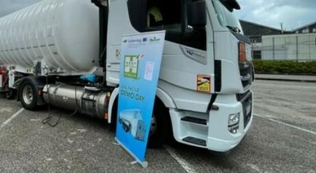 Autista muore schiacciato dal suo tir, tragedia a Torino: stava scaricando la merce al supermercato