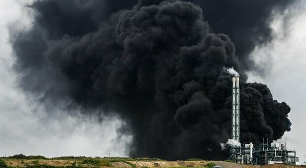 Leverkusen, forte esplosione in un impianto chimico. «Pericolo estremo». Due morti, tre dispersi e sedici feriti