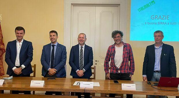 I responsabili di Italmalt K-Adriatica e gli amministratori pubblici presentano il progetto della grande malteria