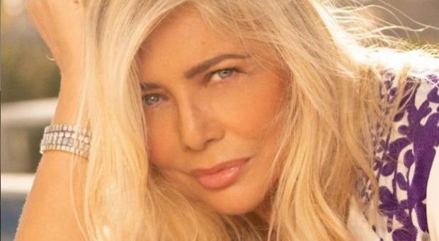 Mara Venier: «Io grassa? Chi mi insulta è una poveretta. Ho 70 anni, non mi rifaccio e sono felice»