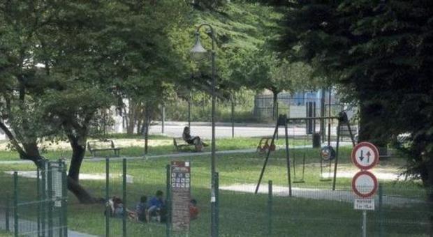 Nomadi al parco giochi fanno sesso davanti ai bimbi, le madri insorgono