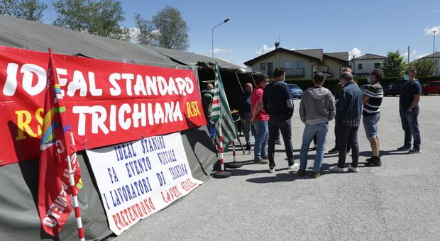 La protesta dei lavoratori da mesi in attesa di risposte