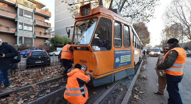Torino, incidente tra due tram: 11 feriti. Intervenute cinque ambulanze