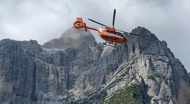 Escursionista veronese cade sulla Moiazza, recuperato dall'elisoccorso