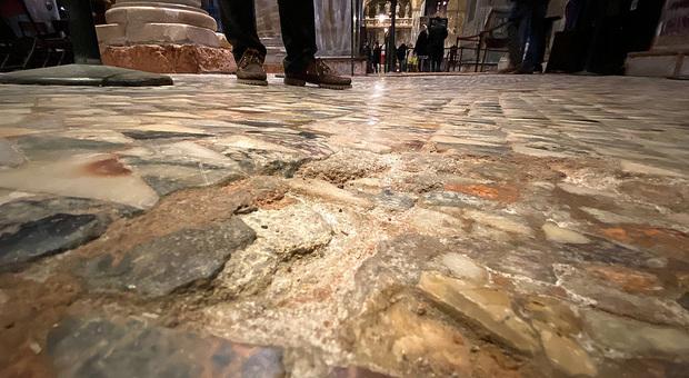 La pavimentazione della Basilica di San Marco distrutta dall'acqua alta
