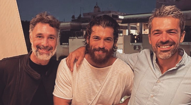 Luca Argentero, la foto con Raoul Bova e Can Yaman fa impazzire le fan: «Scoppiano le coronarie...»