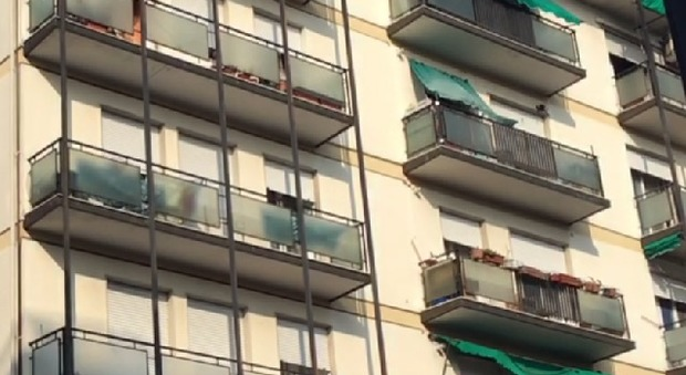 Incendio in un appartamento evacuato palazzo di 5 piani for Piani di casa di palazzo