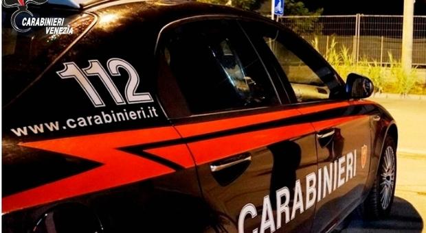 Razzia sulle auto in sosta nel parcheggio del Padel Treviso: rubati contanti e carte di credito