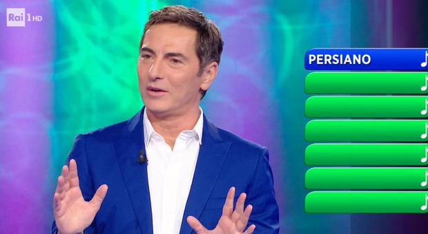 """Reazione a Catena, Marco Liorni """"blocca"""" il gioco e spiazza tutti: «C'è qualcuno sul soffitto...». Concorrenti increduli"""