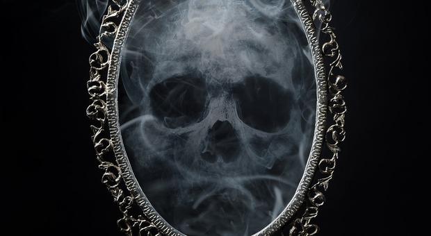 A Belluno parte oggi il festival dell'aldilà... sull'altra faccia della medaglia della vita: la morte (Foto di Simon Giesl da Pixabay)