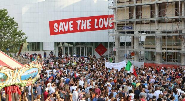 Circa settecento persone sabato scorso in piazza