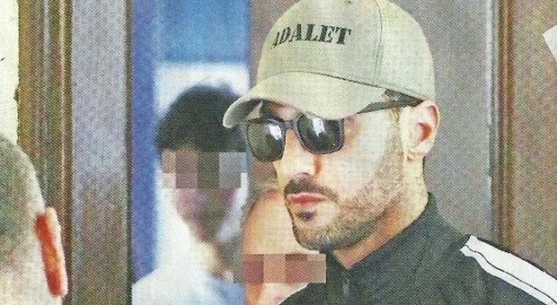 Fabrizio Corona in carcere, le foto dell'arresto: c'era anche il figlio Carlos Maria