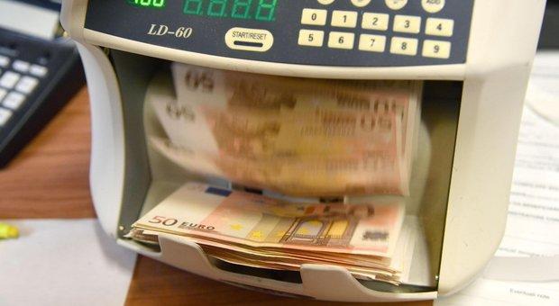 Truffa milionaria del bancario, un imprenditore: «Era gentile, mi fidavo: ho perso tutto»