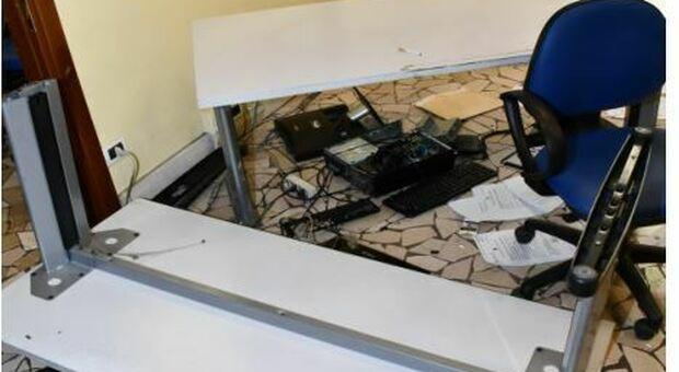 I danni provocati dal tunisino nell'ufficio della Questura