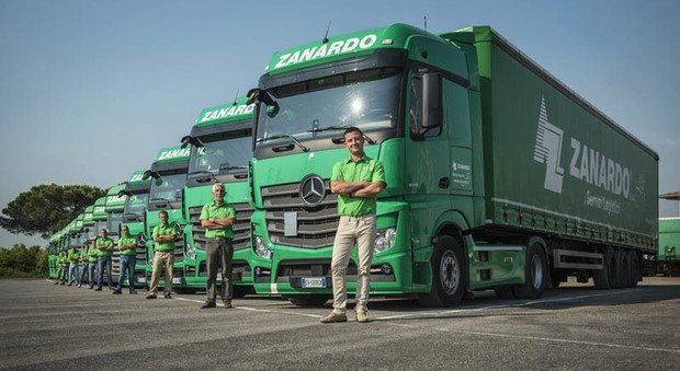 Tir senza camionisti ne cerco 22 fissi ma vanno tutti all 39 estero - Cerco lavoro piastrellista all estero ...