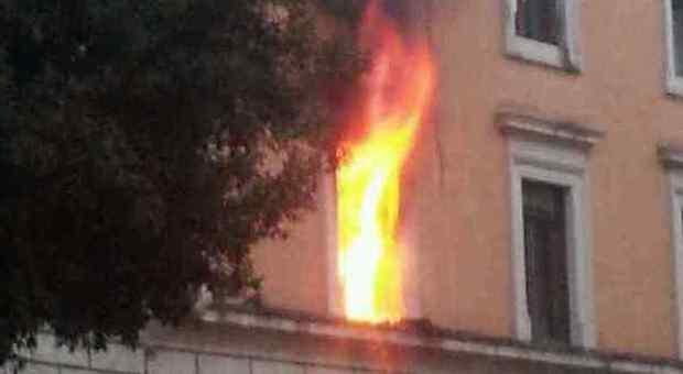 Ufficio In Fiamme : Roma incendio nella sede del ministero della giustizia