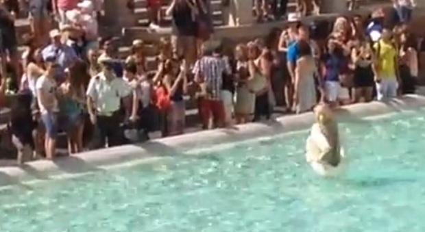 Altri due americani multati per il bagno nella fontana di trevi multe da 450 euro - Bagno fontana di trevi ...